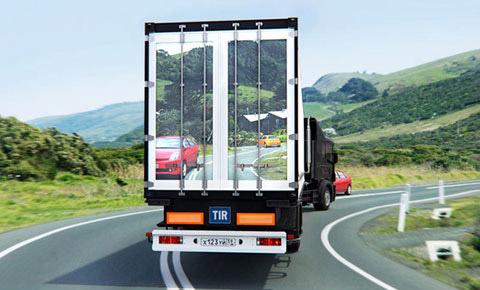 Lái xe gần xe tải