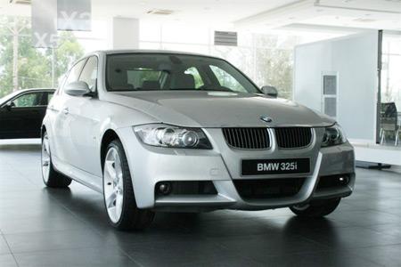 Cho thuê xe BMW 325i 4 chỗ