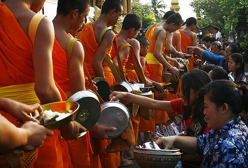 Kinh nghiệm đi xe du lịch tự lái ở Lào