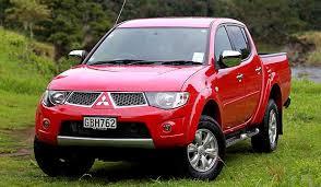 Mitsubishi Triton, và người anh em Toyota hilux hiện đang rất được ưa chuộng.