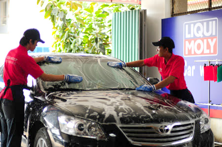 Rửa xe sạch sẽ và loại bỏ mọi vết bẩn