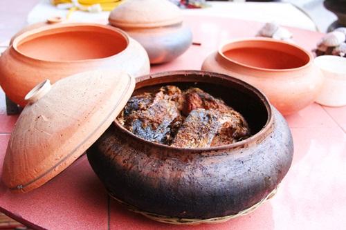 Thưởng thức hương vị cá kho làng Vũ Đại của Bá Kiến